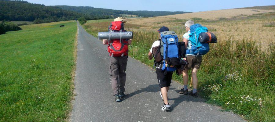 Franziskanische Wanderung zum Kloster Engelthal mit dem Franziskuskreis 2019 auf dem Weg