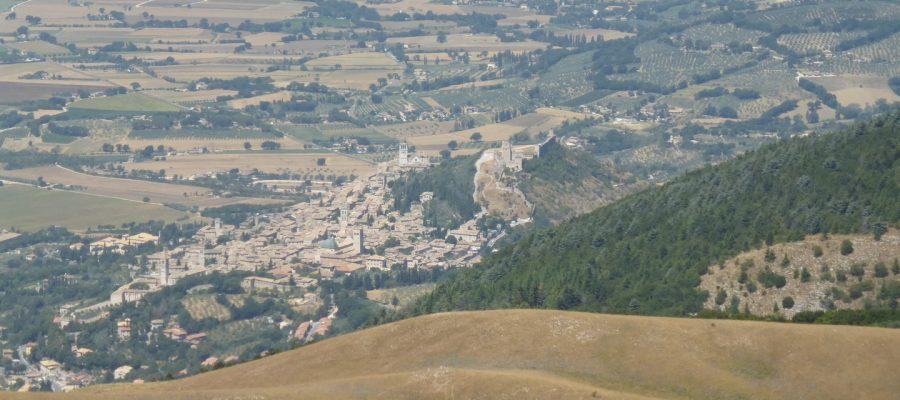 Blick vom Monte Subasio auf Assisi. Aufgenommen bei der Assisi Reise des Franziskuskreises 2015