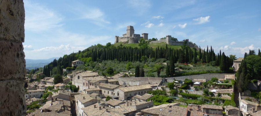 Rocca Maggiore thront über Assisi beim Franziskuskreis 2018