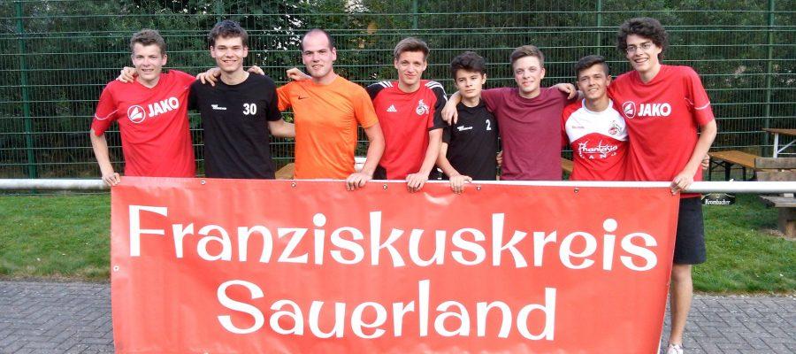 Gruppenbild des Franziskuskreis Sauerland FKS beim zweiten Oene Cup des SV Oberelspe in Lennestadt 2015