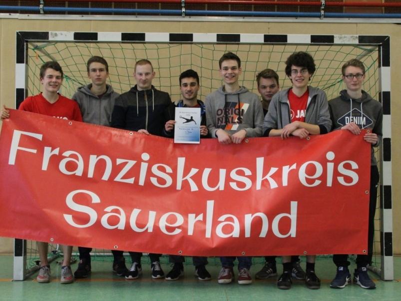 Gruppenbild des Franziskuskreis Sauerland FKS beim Boni Kreuz Turnier in Fuldatal 2016