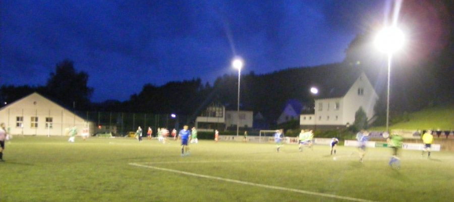 Flutlicht-Atmosphäre Franziskuskreis Sauerland FKS beim ersten Oene-Cup in Lennestadt 2014